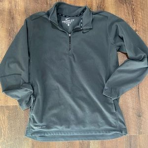 Men's therma fit pull over.